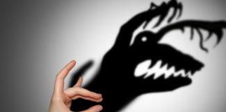 Страшная тень от руки