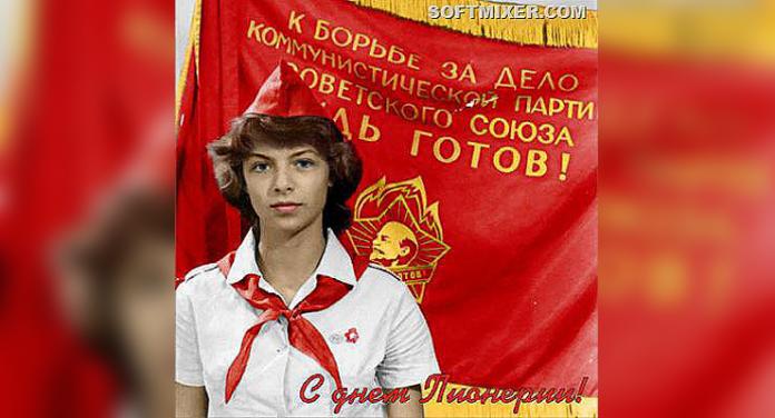 Советский пионер на фоне пионерского флага