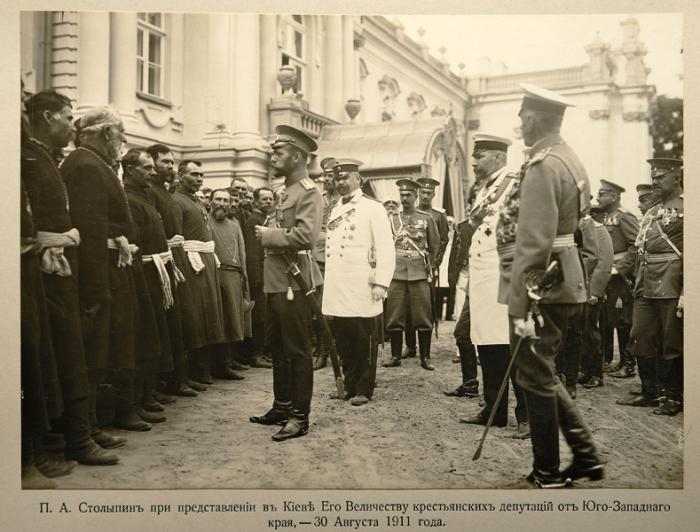 П.А. Столыпин представляет в Киеве императору Николаю II-му крестьянские депутации, 1911-й год