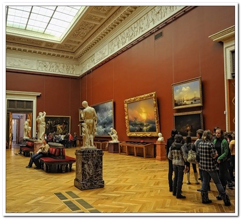 Зал в Русском музее, где висит картина «Девятый вал»-11