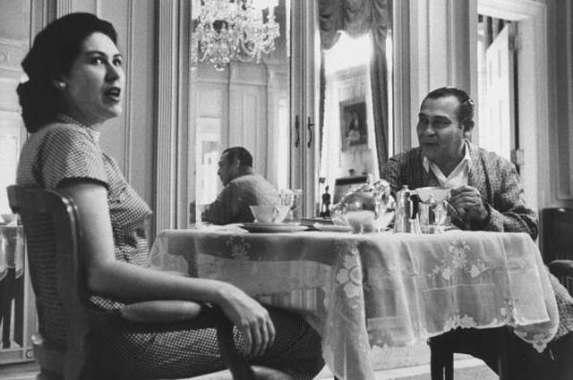 Батиста завтракает в Президентском дворце с женой Мартой