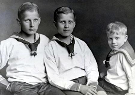 Три брата. Вернер фон Браун в центре