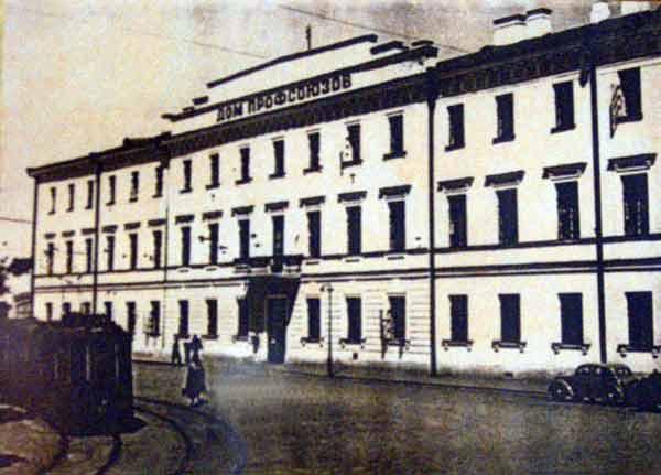 Здесь располагался музей в 1944 г. Фото из экспозиций музея.