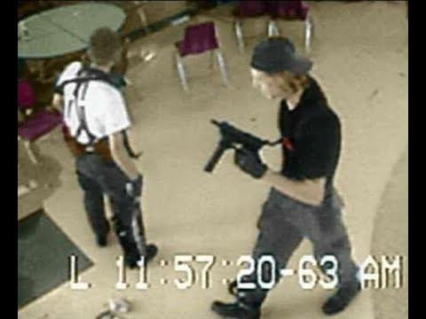 Эрик Харрис (слева) и Дилан Клиболд (справа). Раскрашенная (видимо фанатами) фотография с камеры наблюдения в школе Колумбайн